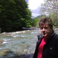 Junto al río